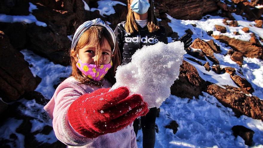 El 'operativo nevada' repite el cierre  del carril de subida por La Esperanza
