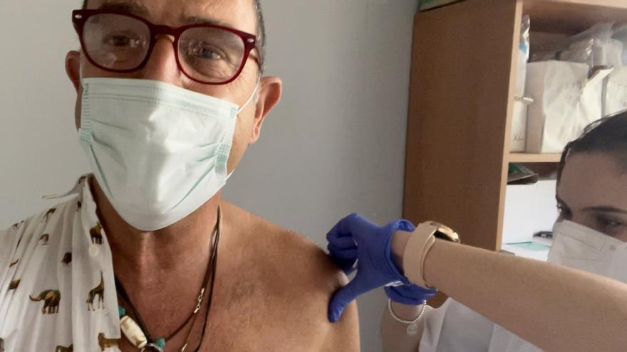 El delegado de Salud se vacuna con AstraZeneca