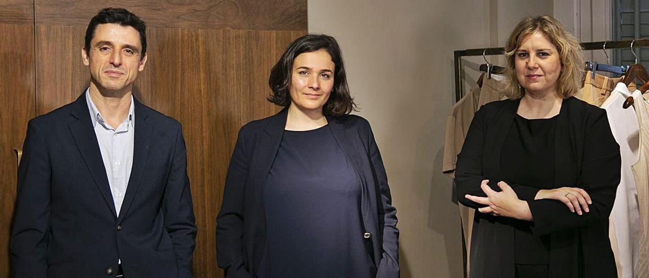 Antonio Puente, Adriana Domínguez y Patricia Alonso, ayer. |   // PUNTO GA
