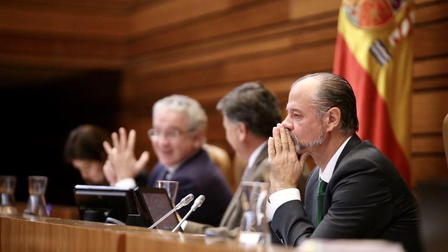 Las Cortes piden al Gobierno la tarjeta sanitaria individual para toda España