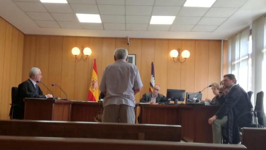 Un septuagenario acepta dos años de cárcel por incendiar 560 balas de paja
