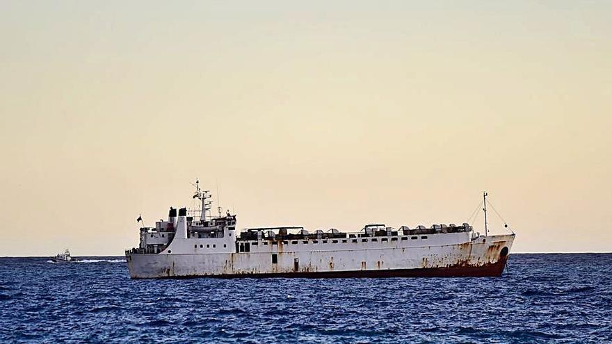 El Karim Allah no toca tierra y el puerto sigue cerrado al ganado