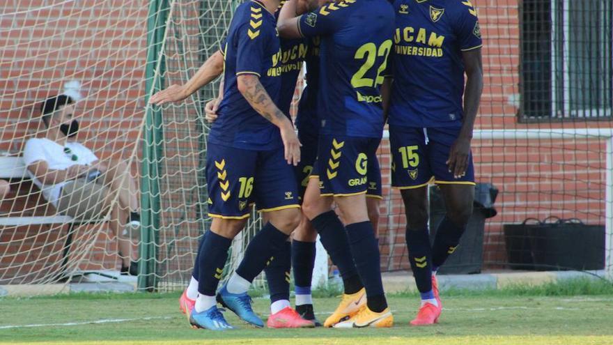 El UCAM Murcia se gusta ante el Racing Murcia (3-0)