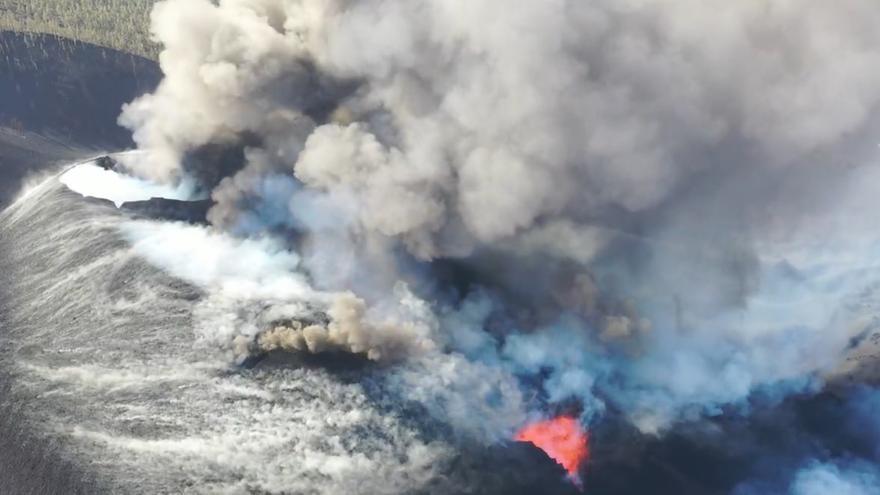 La fajana del volcán de La Palma, a punto de entrar en aguas profundas con riesgo de derrumbe