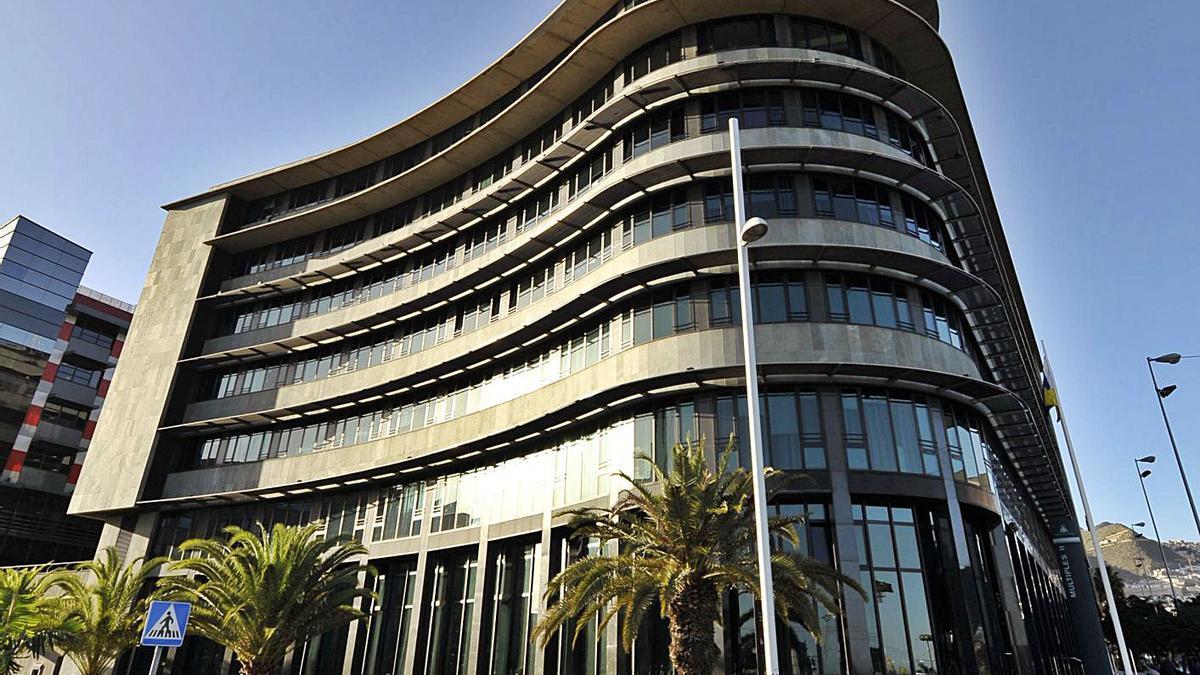 Edificio de  Usos Múltiples II de la capital tinerfeña.
