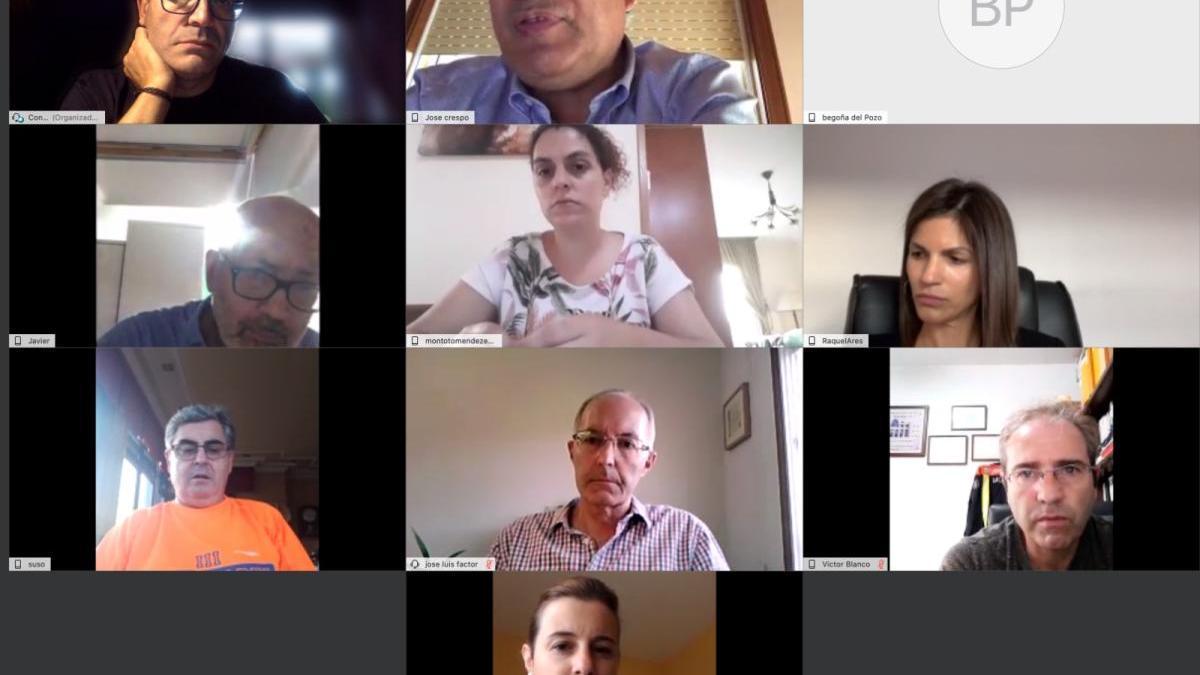 Imagen de archivo de una de las reuniones por videoconferencia de la comisión lalinense.