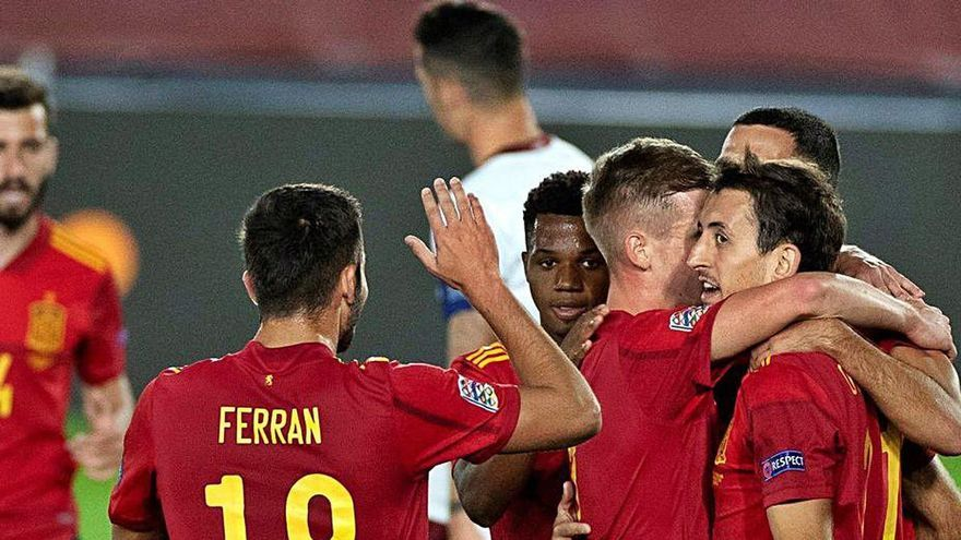España mantiene el liderato con un solitario gol
