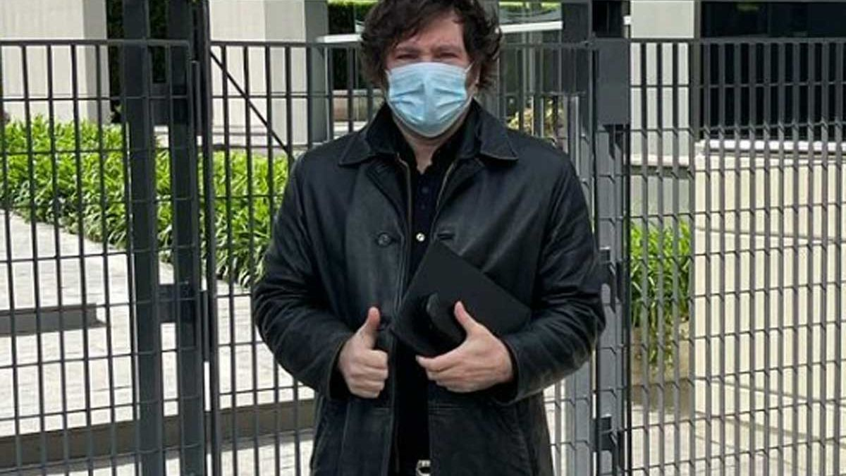 Javier Milei, en una imagen de sus redes sociales al acudir a votar este domingo.