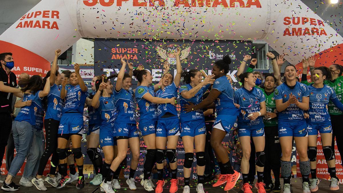Super Amara Bera Bera festeja el título liguero con la zamorana María Prieto O'Mullony en sus filas