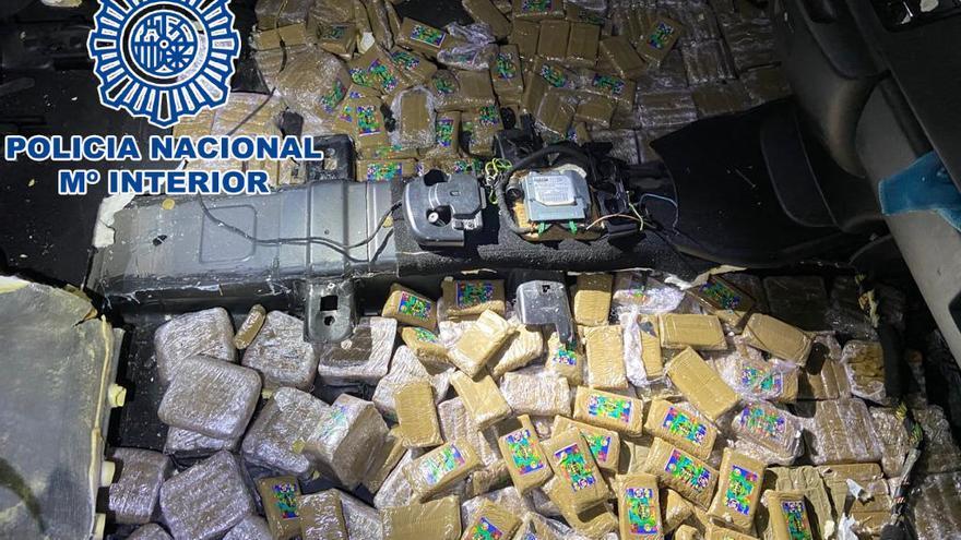 Interceptados en Tui dos coches que transportaban 100 kilos de hachís desde Andalucía