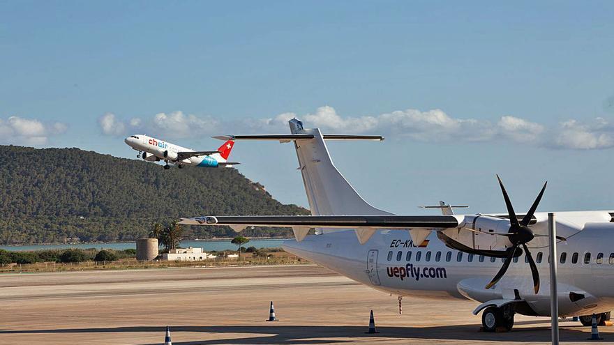 El aeropuerto de Ibiza gestiona este fin de semana 1.206 vuelos, apenas 89 menos que en 2019