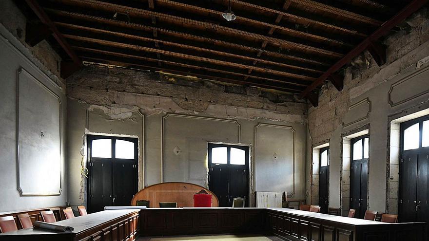 La Casa Consistorial presenta en su interior un estado ruinoso