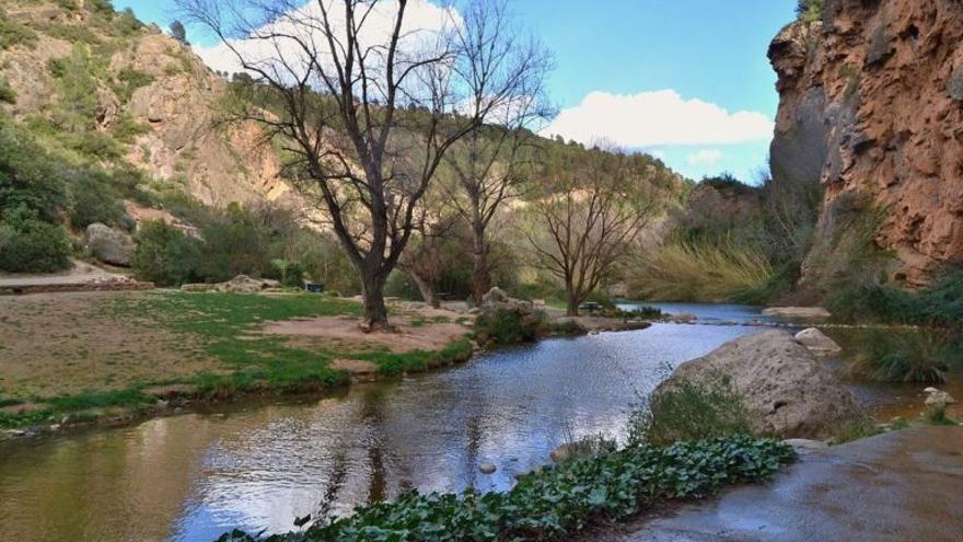 El río Palancia vuelve a llevar agua tras medio siglo seco
