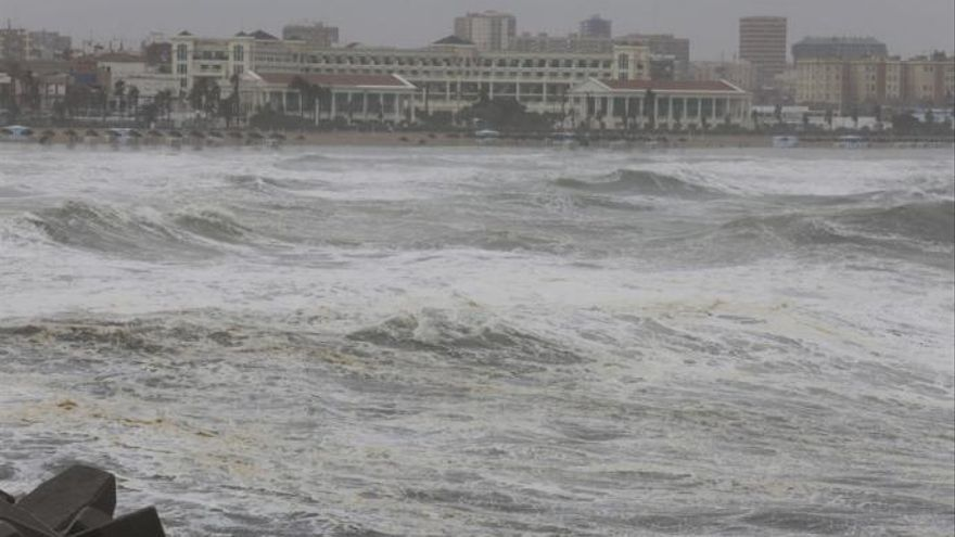 Alertan del temporal marítimo por la borrasca Dora que traerá un sábado gélido