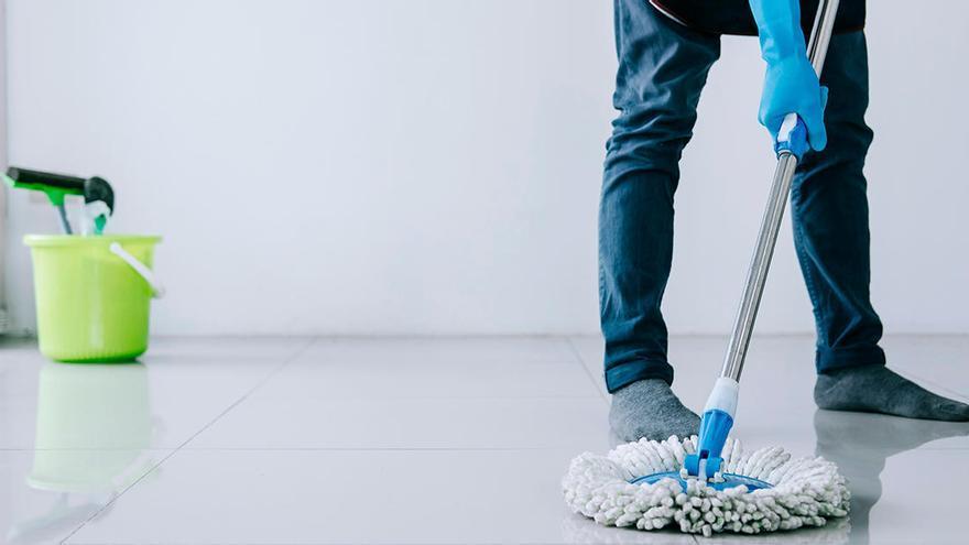 La clave para limpiar los cristales de casa y que queden relucientes, según los expertos en limpieza