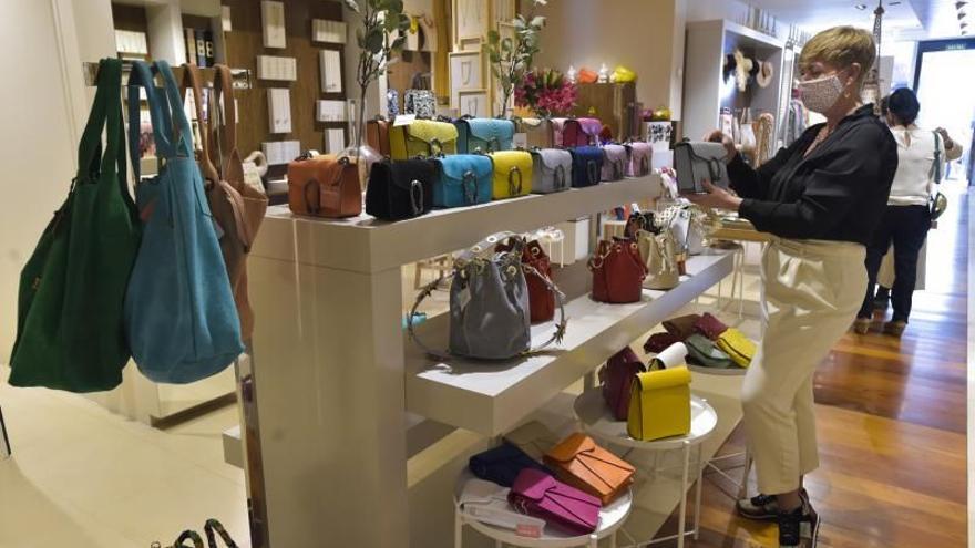 Las ventas del comercio minorista subieron un 36% en abril en Canarias