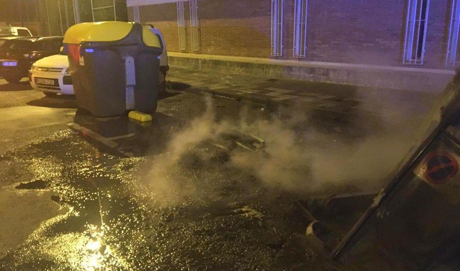 Denuncien un jove que va calar foc a cinc contenidors a Blanes