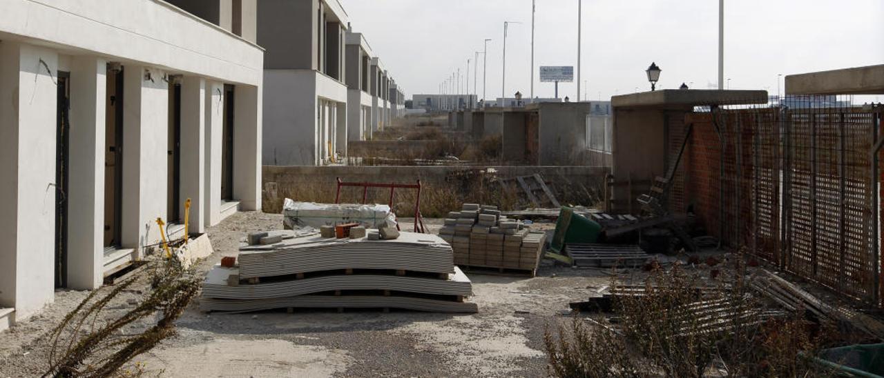 Viviendas sin acabar en una urbanización de Benagéber, en una imagen de archivo.