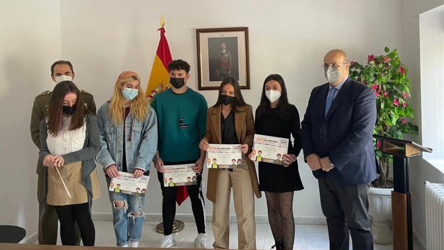 "La zamorana Raquel, ganadora del concurso provincial ""Carta a un militar español"""