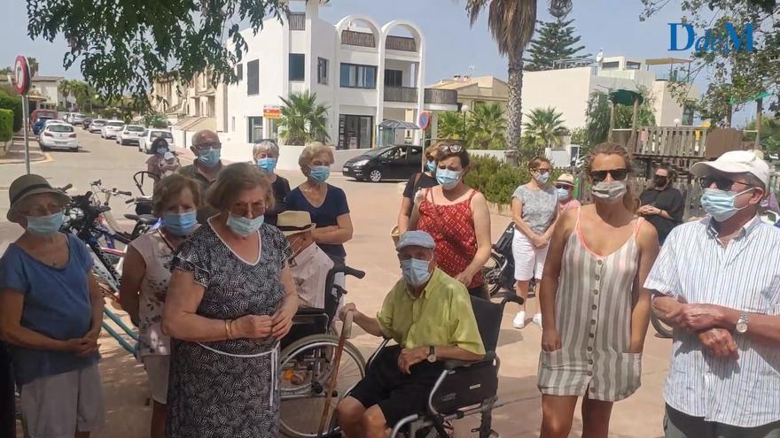 Más de 200 vecinos de la Colònia de Sant Pere protestan por el cierre de la unidad de salud