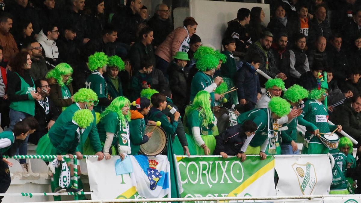 Público asistente a un partido del Coruxo en una temporada previa