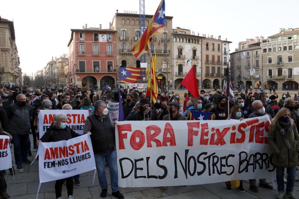 Enfrontaments entre antifeixistes i Mossos després de l'acte de Vox a Vic