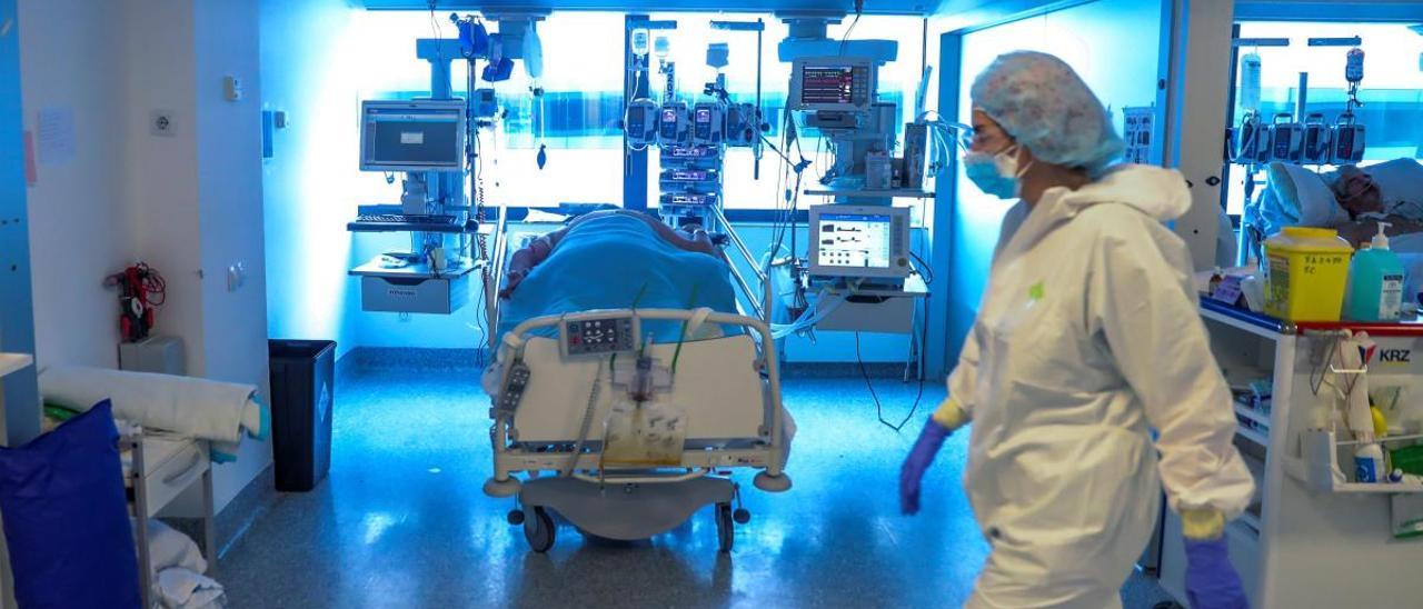 """Los médicos asturianos en Madrid temen otro colapso: """"La situación es complicada"""""""