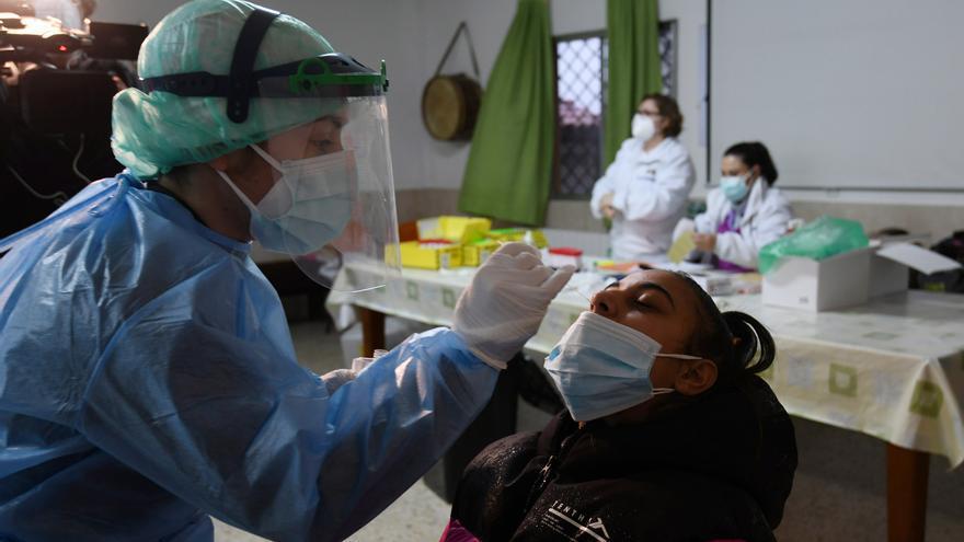 """Poio ya es el punto """"rojo"""" de la pandemia en el área sanitaria al superar los 200 positivos"""