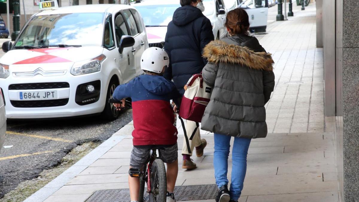 16 millones sufragarán la contratación de cuidadores para niños de hasta 12 años. // Marta G. Brea