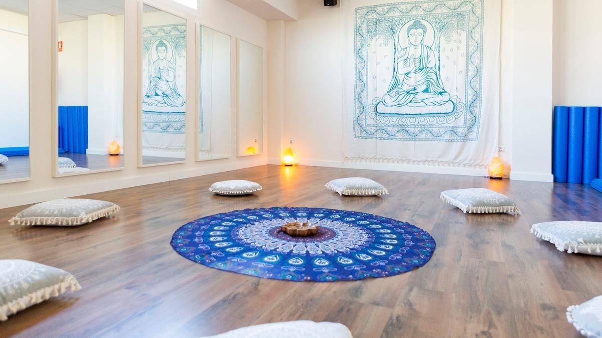 La sala Öm es un lugar de encuentro, sanación, relajación, crecimiento personal y mejora física.