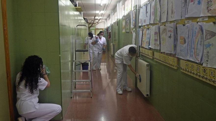 Los alumnos llevarán gel desinfectante y limpiarán los pupitres el próximo curso