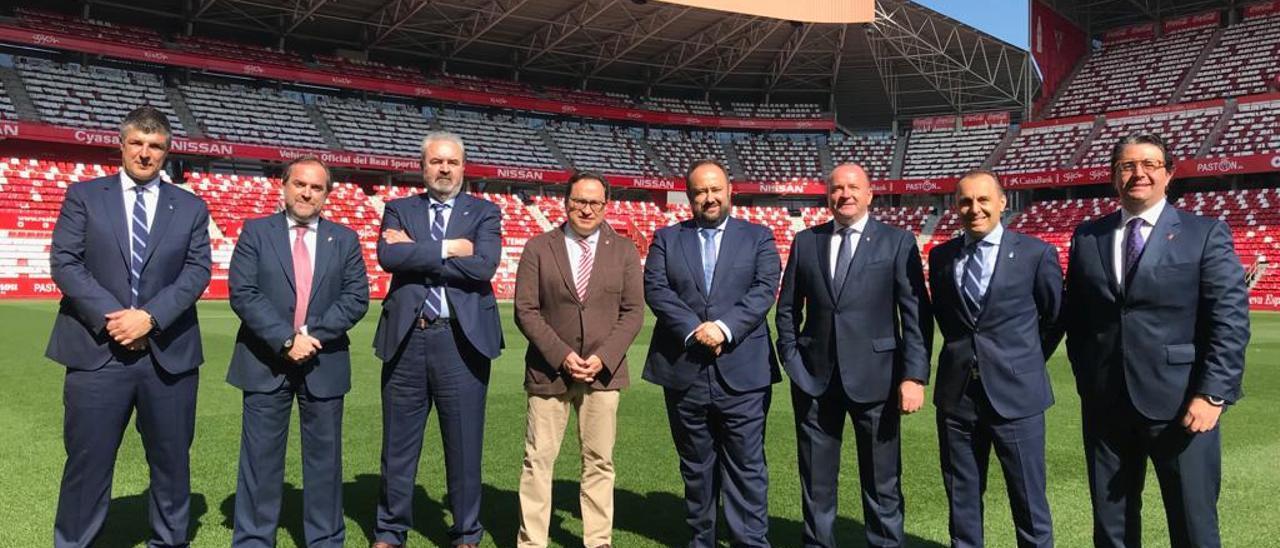 Las directivas del Sporting y del Oviedo antes de un derbi en El Molinón