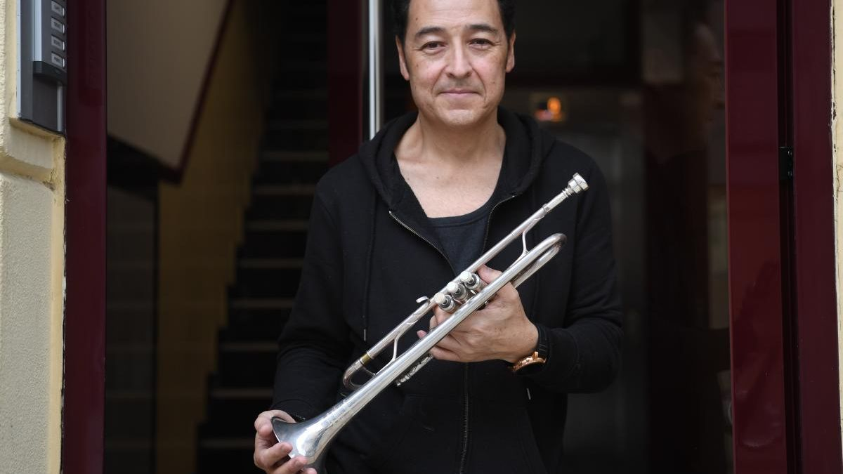 El trompetista John Aigi.  // LOC