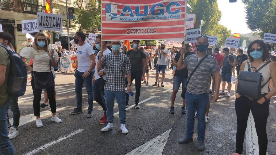Guardias civiles de Zamora, en la manifestación frente a Interior