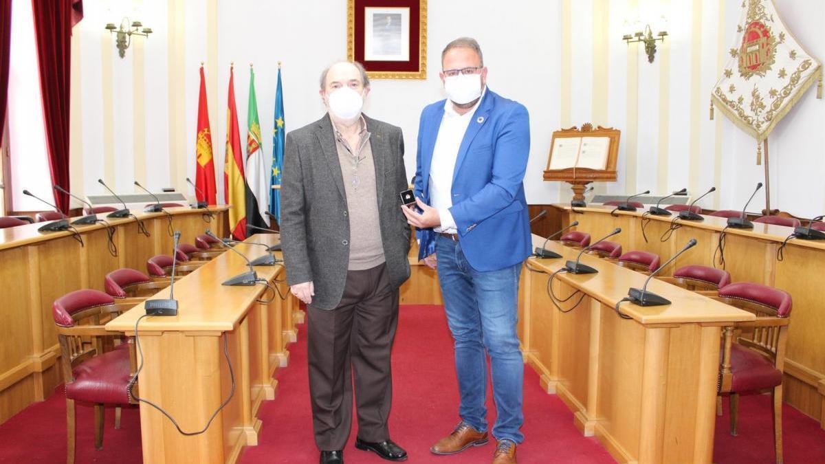Osuna agradece la labor del técnico municipal Miguel Saiz