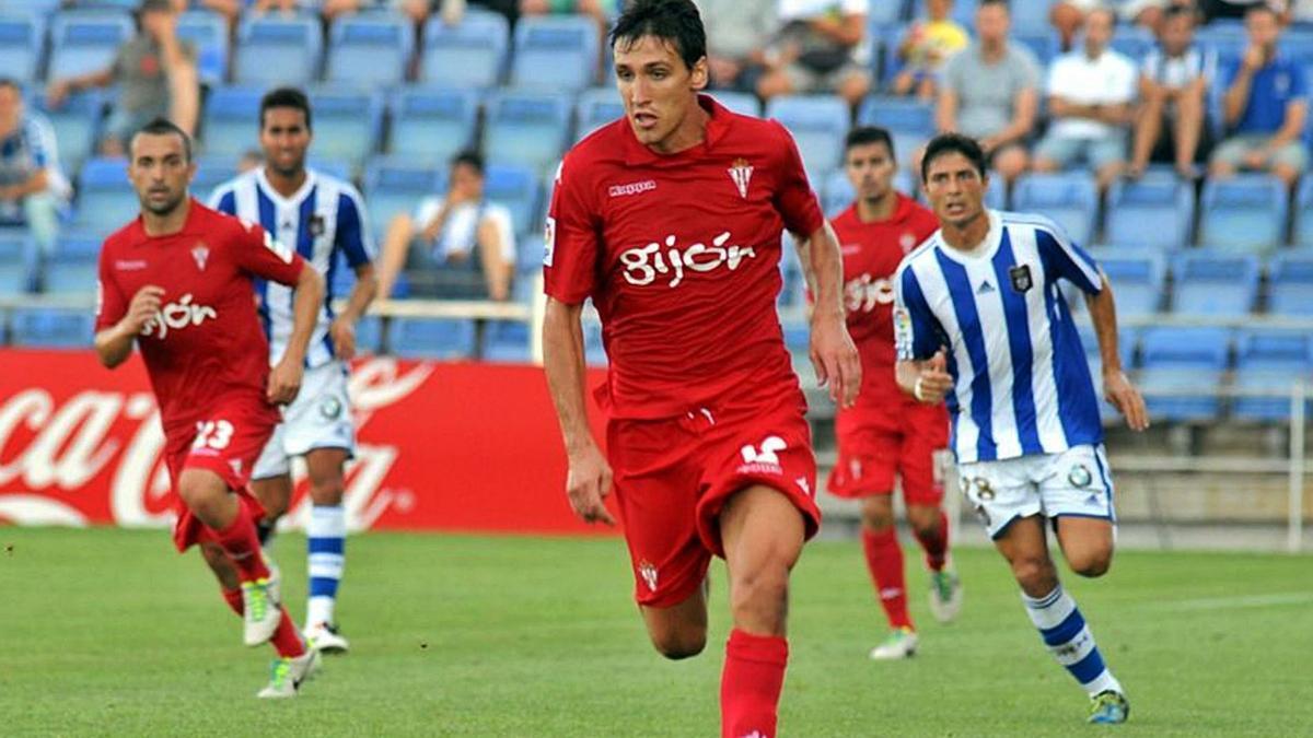 Stefan Scepovic, de 31 años recién cumplidos, en una de sus etapas en el Sporting de Gijón.