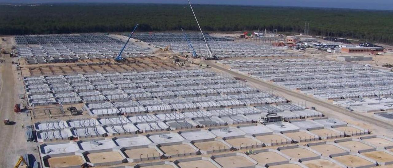 Construcción de la planta de Mira (Portugal), de la que Pescanova se deshizo cuando la banca arrebató a los fondos buitre el proyecto para sacarla a flote. / FdV