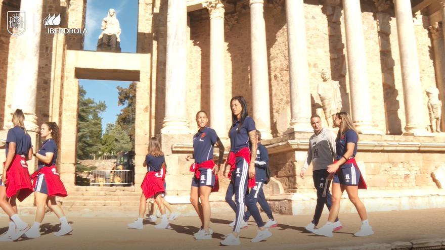 La Selección española Femenina de fútbol visita Mérida