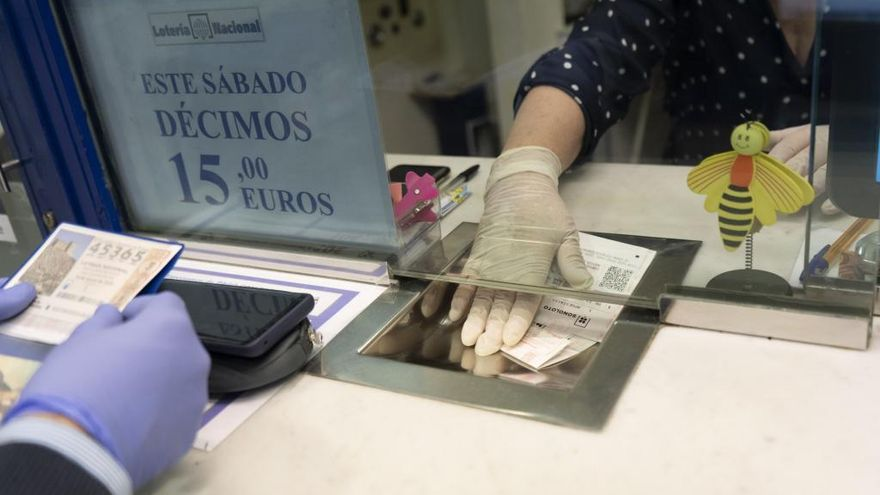 Cs denuncia que el alcalde de Navas de San Antonio (Segovia) vende lotería en dependencias municipales