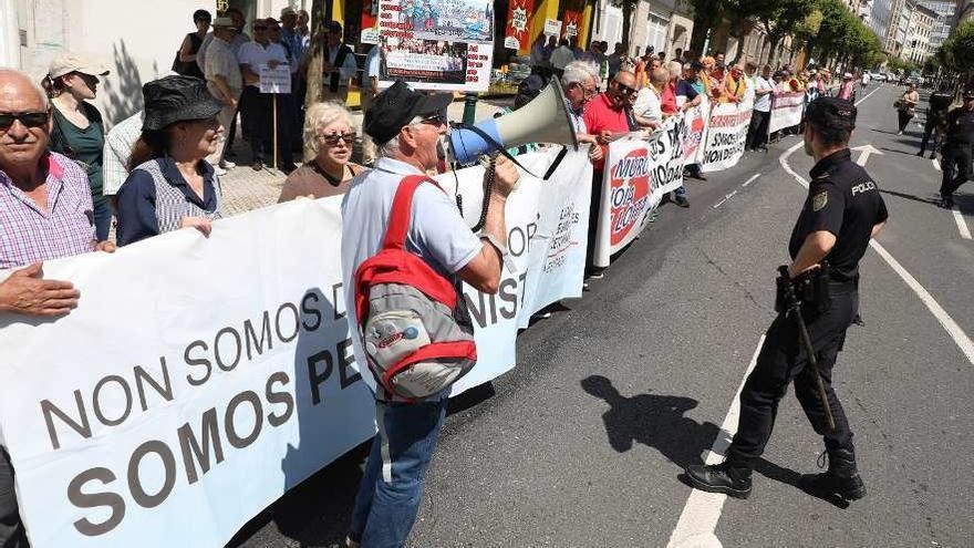 Emigrantes retornados piden al Gobierno de Sánchez soluciones al problema de sus pensiones