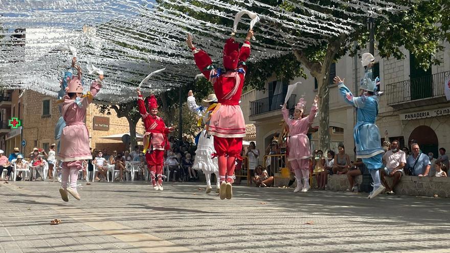 Los Cossiers de Alaró danzan en honor a Sant Roc
