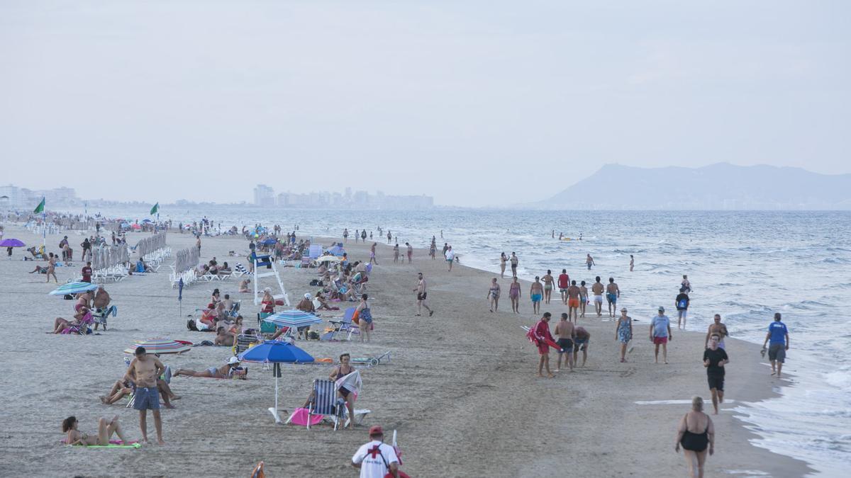 La playa de Gandia volverá a reeditar la bandera azul