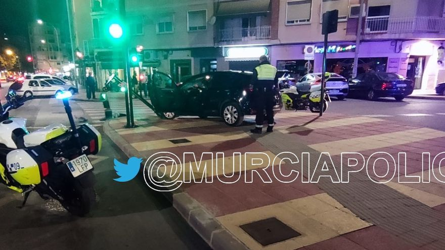 Agrede a agentes de la Policía Local de Murcia cuando detenían a un conductor ebrio