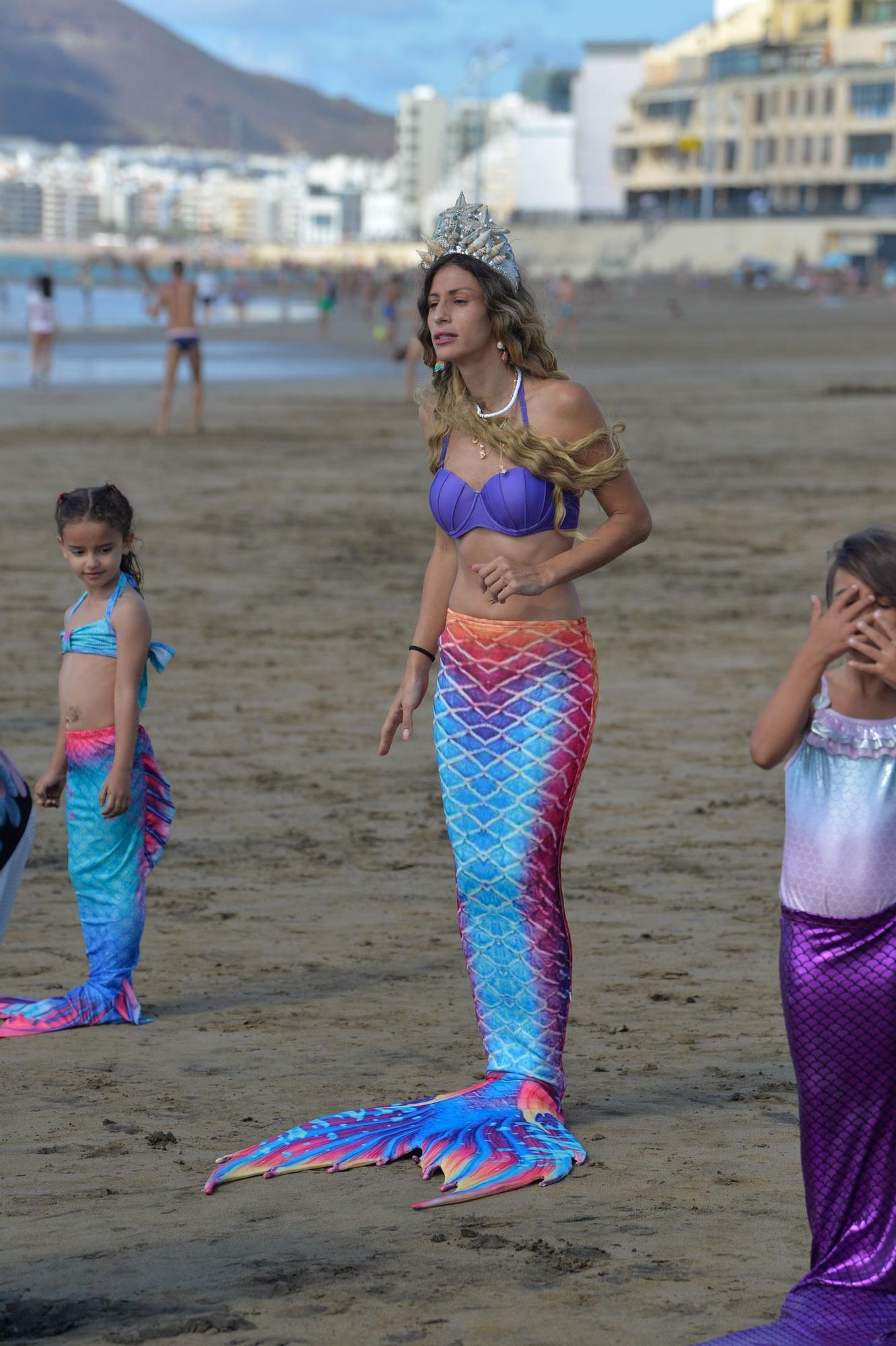 Actividades en la playa de Las Canteras de la primera escuela de sirenas y tritones de Gran Canaria (8/05/2021)
