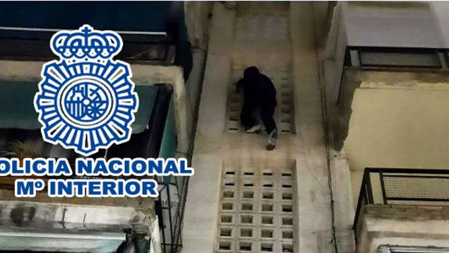 La Policía sorprende a un ladrón Spiderman cuando salía de una casa de Alicante