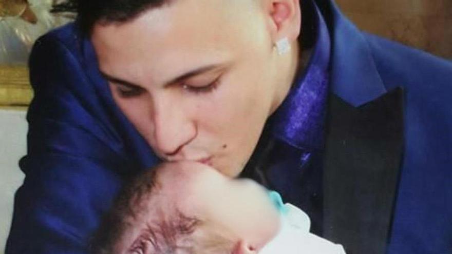 """El padre del bebé asesinado a golpes por su madre: """"Cada noche lo oigo llorar y gritar"""""""