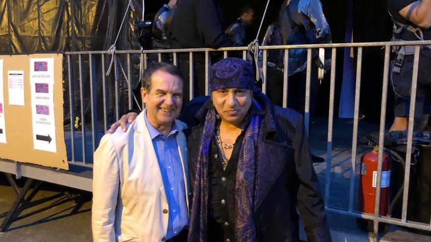 """Caballero ya es """"el alcalde del Rock and Roll"""""""