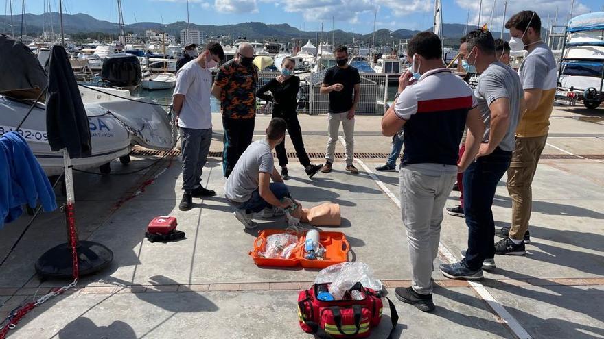 Policías listos para prevenir y afrontar los riesgos en el mar
