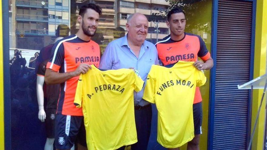 Pedraza y Funes Mori ya lucen con el Villarreal en la Plaza Mayor