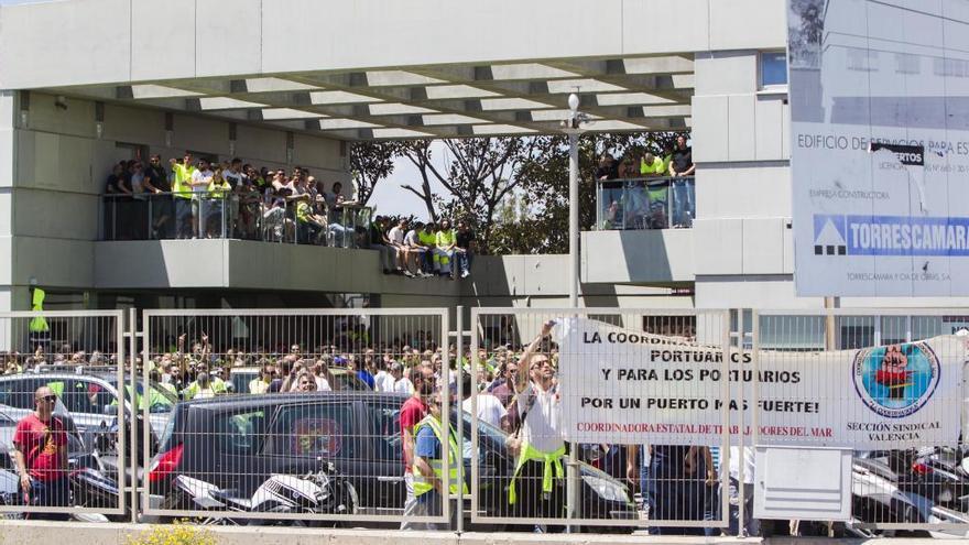 El Puerto de València evita la huelga al pactar empresas y sindicatos el empleo
